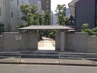 久遠寺正門